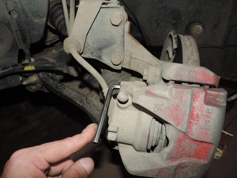 Рено Дастер замена колодок тормозных механизмов 96