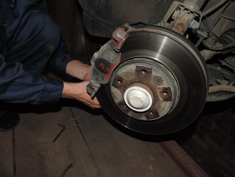 Рено Дастер замена колодок тормозных механизмов 32