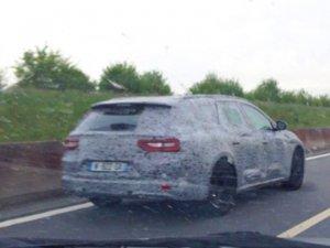 Новый универсал Renault поймали во время испытаний